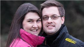 英國未婚夫捐肝臟救未婚妻 翻攝自每日郵報 http://www.dailymail.co.uk/news/article-3446808/In-sickness-health-Groom-saves-bride-giving-half-LIVER-walk-aisle.html