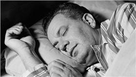 黴菌可能引發呼吸道與肺部疾病 http://www.dailymail.co.uk/health/article-3448403/The-hidden-fungus-pillows-trigger-incurable-lung-infection.html