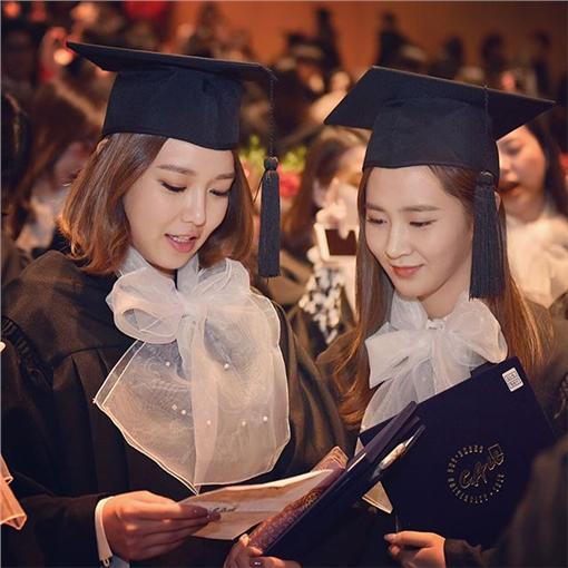 秀英,俞利,朴信惠,畢業,yulyulk,https://www.instagram.com/p/BB3eUWeNZG8/