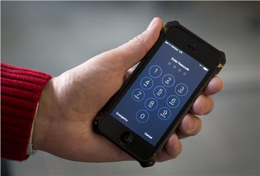 蘋果手機iPhone加密、解密、解鎖、隱私(圖/美聯社/達志影像)