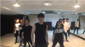 jr練舞椅子滑走 圖/翻攝自JR 紀言愷臉書