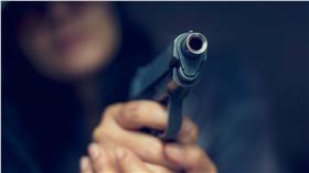 示意圖(無碼)-槍殺-手槍-射擊-射殺-殺人-殺手-(圖/ShutterStock/達志影像)