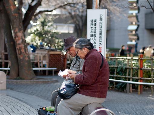▲日本老人長照問題嚴重 示意圖(圖/攝影者Hajime Nagahata, Flickr CC License)