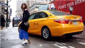 陳璧君受邀紐約時裝週進行街拍。