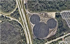 地表最大米老鼠!太陽能發電廠 翻攝自REDDIT http://i.imgur.com/JfluOfP.jpg
