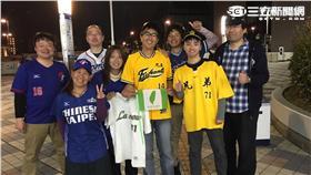 日本的中職球迷(圖/記者雷明正攝)