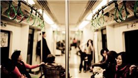 女高生,A片,霸凌,高捷 圖/攝影者Brady Hsu, Flickr CC License https://www.flickr.com/photos/shiowdou/8527425506/