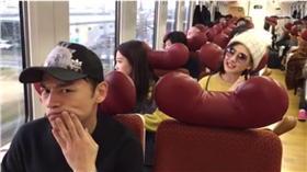 阿ken火車嬉鬧被罵。(圖/翻攝自阿Ken臉書)