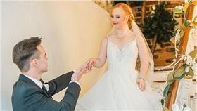 唐氏症模特兒Madeline Stuart拍攝婚紗照 翻攝自每日郵報 http://www.dailymail.co.uk/femail/article-3484738/Down-syndrome-model-Madeline-Stuart-stars-romantic-bridal-shoot.html