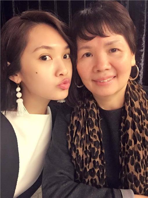 楊丞琳與母親合照翻攝自楊丞琳臉書https://www.facebook.com/0604rainie/