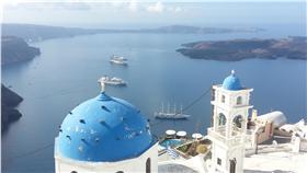 ▲中華航空拓展歐洲旅遊市場,首次推出希臘雅典直飛專機,前進愛琴海藍與白的世界,圖為愛琴海知名的聖托里尼島。(圖/華航)