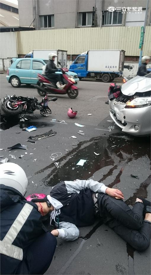 新莊機車撞轎車車禍(翻攝畫面)