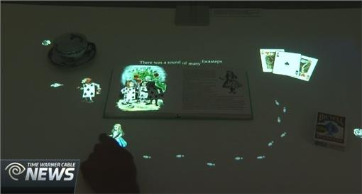 互動裝置SONY「Interactive Tabletop」翻攝自Time Warner Cablehttp://www.twcnews.com/tx/austin/news/2016/03/12/sxsw-sony-future-lab-displays-interactive-tabletop--.html