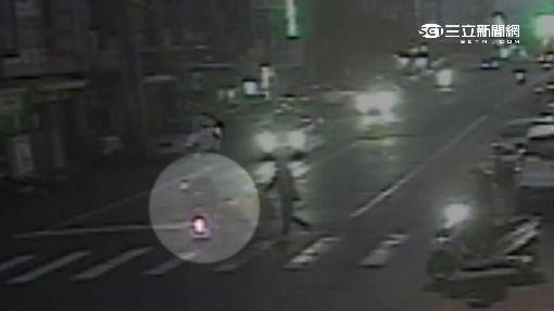 女大生闖紅燈撞嬰兒車 摔傷還得吃紅單