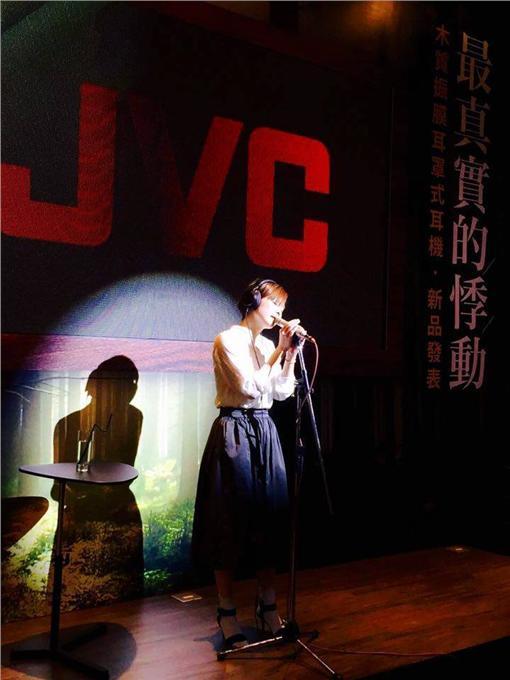 ▲鄭宜農離婚後現身活動演唱。(圖/翻攝自鄭宜農 Enno Cheng臉書)
