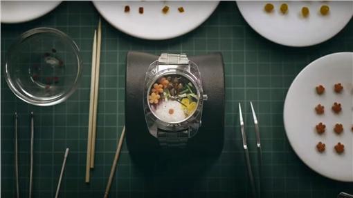 手錶,便當。(圖/翻攝自YouTube)https://www.youtube.com/watch?v=cQXGc1nNPWk