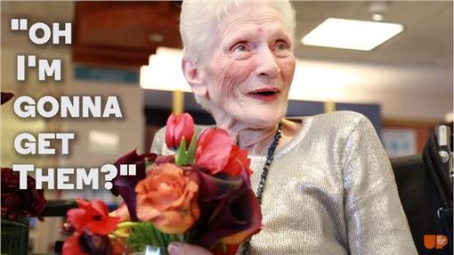 Repeat Roses,花,婚禮,翻攝自https://www.youtube.com/watch?list=PL_W1Mq2lh4460rq1722xN9SvNybst52Cb&v=g_DJQmCuuoQ
