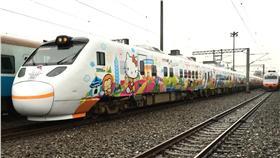▲新太魯閣Hello Kitty彩繪列車在今(21)日首航。(圖/台鐵)