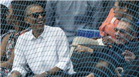 Barack Obama、Raul Castro(AP)