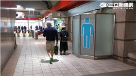 最難持美工刀反鎖在圓山站廁所內。