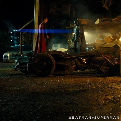 蝙蝠俠對超人 圖/翻攝自Batman v Superman: Dawn of Justice臉書