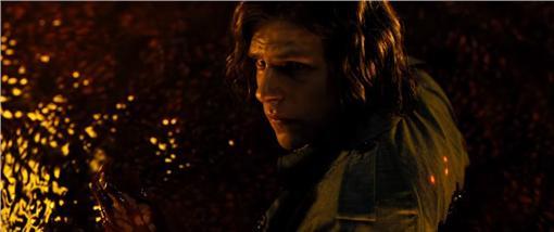 蝙蝠俠對超人刪減片段 圖/Warner Bros. Pictures YouTube截圖