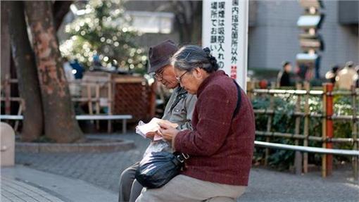 日本老人(圖/攝影者Hajime Nagahata, Flickr CC License)