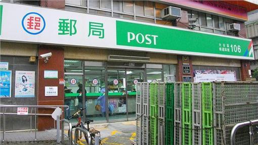 郵局,包裹,flickr:https://www.flickr.com/photos/u-suke/5320237040/in/photolist-978B7Q-8y19dK-8xZKPi-8xZzkt-8y1kGv-8y4krf-8y1mAX-6mEV7W-8y4hfJ-8y1mGF-9sVA5g-8y4brW-jCPdUj-8xZPbB-8y18bp-8y4dqd-8y4iJb-8xZDkH-8y4j3o-8y4k2J-8y1dNe-jyZJjf-8y4okG-8y4fLJ-wWPhA-8723up-8y4pcu-8y1aQB-8y4fR1-8y1em2-8y4ouh-E4b6W-8y1fy6-8xZAfn-8xZvA2-8y1kEe-8y3Cxh-8y4kMG-drbu7K-rnBj4b-8y3C3s-8xZBke-8y4eLN-8y1c7x-8y4eE1-8Y2QYK-8y18U8-8xZB2P-8y4cm1-8y3zo1