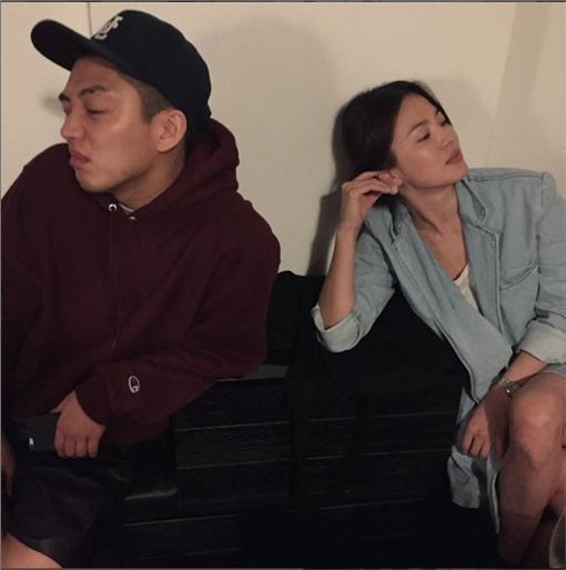 ▲宋慧喬、劉亞仁。(圖/翻攝自kyo1122 instagram)