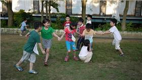 戶外活動,小朋友,兒童,玩(▲圖/攝影者卿綺 彭, flickr CC License) https://www.flickr.com/photos/vicky0490420/8743736709/