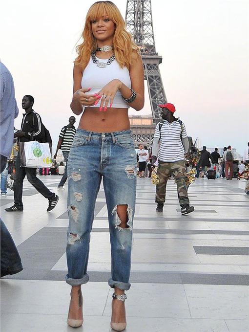 蕾哈娜翻攝自the Sunhttp://www.thesun.co.uk/sol/homepage/woman/fashion/5169955/Levis-launch-new-wonder-denim-after-scanning-60000-womens-body-shapes.html