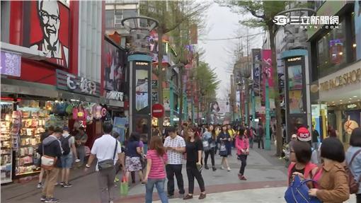 台北市西門町逛街人潮