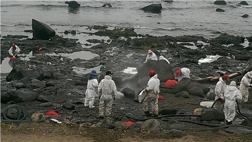 德翔台北、貨輪、擱淺、油汙、汙染、清潔(圖/環保署提供)