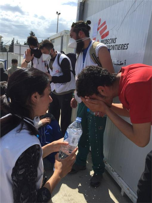 無國界醫生於希臘-馬其頓交界伊多梅尼穿越站(Idomeni)翻攝自MSF_Sea 推特https://twitter.com/MSF_Sea