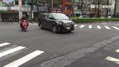 轎車左轉沒禮讓 騎士迎面猛撞彈飛