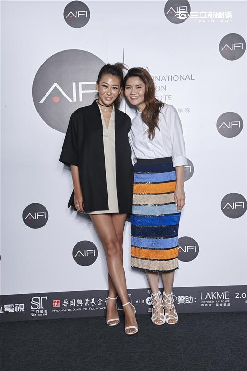 圖/蔡詩芸(左)出席「AIFI亞洲國際時尚學院」成立記者會與學院總監陳璧君(右)合影。