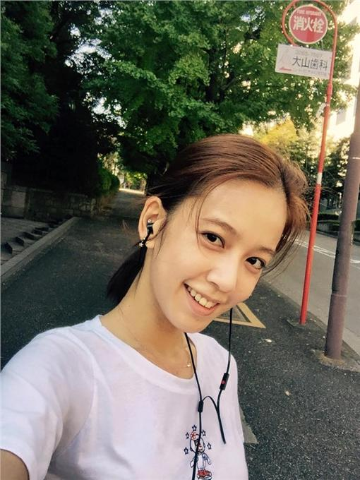 陳庭妮(臉書 https://www.facebook.com/AnnieChenOfficial/photos/pb.396392800402586.-2207520000.1460789701./994720817236445/?type=3&theater)