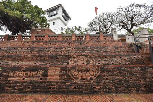 ▲400年來第一次 台南安平古堡洗澎澎。(圖/公關照)