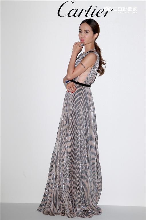 蔡依林身穿性感大深V禮服戴著11億卡地亞珠寶亮相。(記者邱榮吉/攝影)