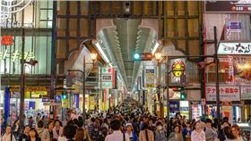 日本,免稅,新制,觀光客,護照(圖/攝影者Studio Incendo, Flicker CC License) https://www.flickr.com/photos/studiokanu/14072262993/in/photolist-nrw2w2-5X76Lz-5XbkL1-cU5vBW-eLMmaZ-9Nxzpd-iAKwpr-qSArv1-d3GQsW-eDeZMH-ehHciH-FATPhT-8EMWWS-8TzKwu-6hvCKS-avt3te-hbjnHZ-8EGACa-8BjUzp-eiS2Vs-j6XXKB-CxWHNv-eiLi2K-eiLiDT-RHYLR-emHxnb-RHYA8-eiS2A5-eiLiSe-jZjM6-eiLivP-jZjYq-eiLiPx-xSfJu-emtLmn-tbPo5a-5vFDvr-eiS1Pb-eiLhRD-eiS227-eiLip2-f1UK7G-eiLijH-eiLiaz-eiLidv-eiS2uQ-5vFyZP-eiLhJF-emHyQw-5Ub29Q