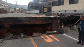 熊本強震,馬路_twitter   https://twitter.com/1226Ldh/status/721164752735457280