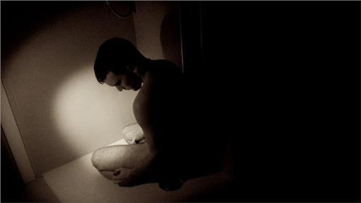 裸體,裸男▲圖/攝影者David Simmonds, flickr CC License-https://www.flickr.com/photos/davidwithacamera/6866124420/