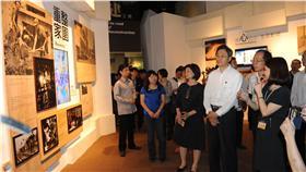 行政院長張善政視察國立科學工藝博物館「莫拉克風災重建展示館」。行政院提供