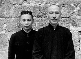 蔣經國,蔣中正 (維基百科)