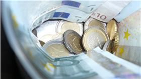 歐元、錢幣、理財、金融、錢、財經、經濟、銅板、零錢(圖/攝影者Jérôme Choain , flickr CC License  https://www.flickr.com/photos/jcfrog/3896448932/)