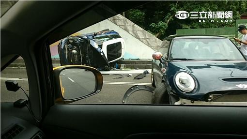 2輛Mini Cooper國道競速+惡意逼車_翻攝畫面
