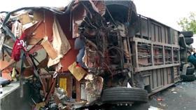 中山高苗栗段驚傳遊覽車與砂石車碰撞意外