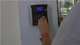 指紋,指紋辨識(圖/攝影者Aviva West, Flicker CC License) https://www.flickr.com/photos/26263283@N00/283403398/in/photolist-a52WQ6-r3vXu-m5gmK8-9UU4QE-9LrKz5-bNM7Ck-bzSswS-G2dQ1p-7FrrDD-bNM7EV-8up7m9-bzSsHo-bNM7ov-hErup4-bNM7vD-bNM7D8-5ag6Rq-bNM7wZ-4yJkJY-bNM7FM-9nrLrN-bzSsPW-bNM7s6-bugxkv-bNM7BK-bzSsBh-8sAkYC-9gN8fL-7CzBqm-9f463m-bNM7yt-bzSsxG-gqNeSM-bzSszA-5YBAFQ-bzSsGj-bzSsMo-dakU8U-bMcErk-nnj4Xx-dPh7FC-4QedTr-74BLb-5fysfR-4qA4Uj-dPvG2Y-6kb5U1-7UigD5-7UignU-9L18rK