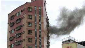 台南市中西區海安路、成功路口一棟住宅大樓火災(圖/翻攝自爆料公社)