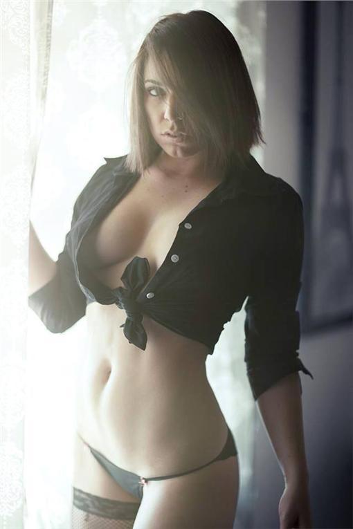 curvyllama、美國正妹玩家/Amanda Defrance臉書